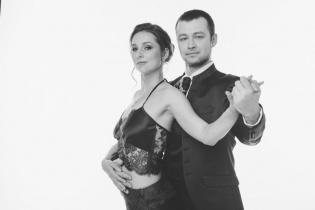 Новая начинающая группа с Александром Крупниковым и Екатериной Лебедевой со 2 июля по вторникам и четвергам с 19:30 до 20:30 в Каминном зале Планетанго!